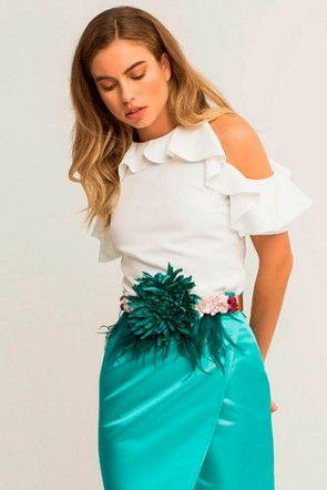 cinturon flor verde grande con flores rosas y plumas margandu verdes