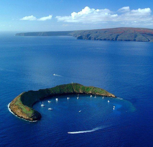 Alalakeiki Channel, between the Islands Maui and Kahoolawe.