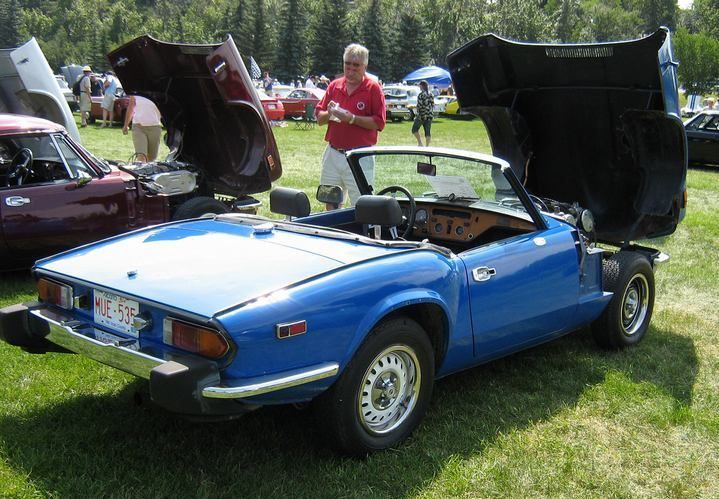 Triumph Spitfire 1500 Mine Was This Color I Sincerely Miss This Car Me Too But There She Is With The Hood Up Like Triumph Spitfire Triumph Cars Triumph