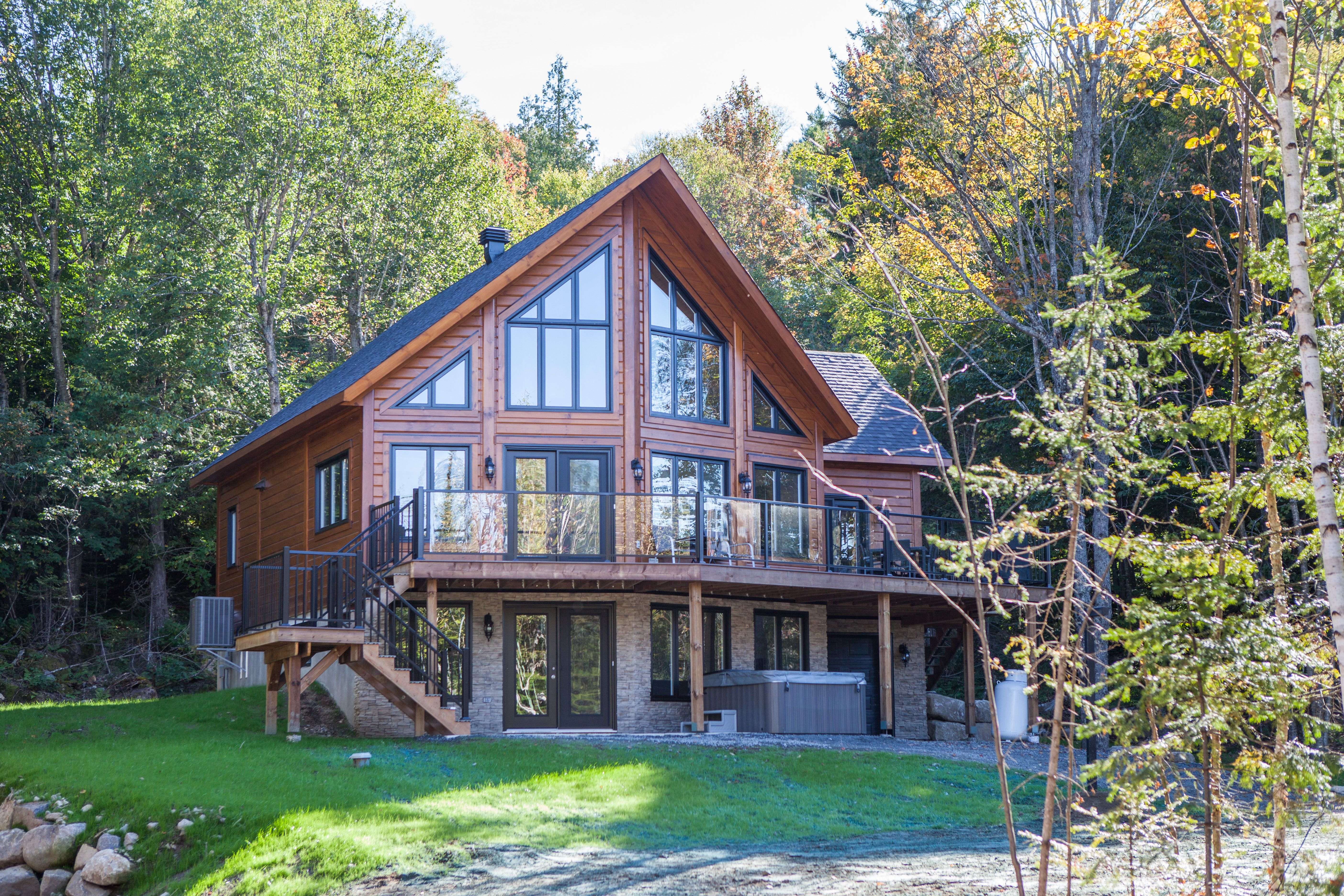 Top Lakefront Resorts In Quebec Lake House Plans Cottage House Plans House In The Woods