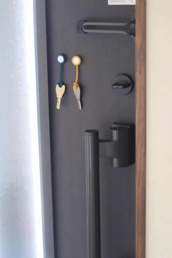 話題沸騰中の ボタンスリング で玄関 キッチン 洗面室 バスルーム