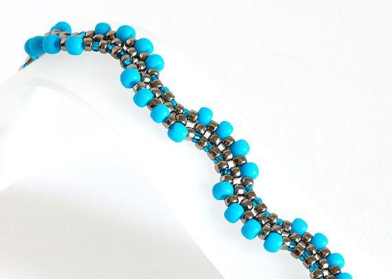 SEED Bead Bracelet en azul turquesa y plata por KKbraceletsandmore