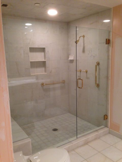 Could Gold Or Polish Brass Make A Comeback Frameless Shower Glass Enclosures In Cincinnati And Dayton Ohio By Alluring Glass Inc Con Imagenes Banos