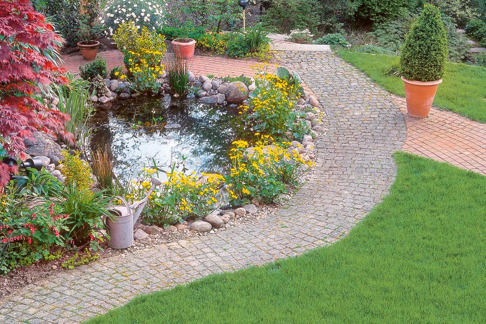 Einen Schonen Gartenweg Anlegen Nutzliche Tipps Zum Selbermachen Caminhos De Jardim Passarelas De Madeira Fatias De Arvores