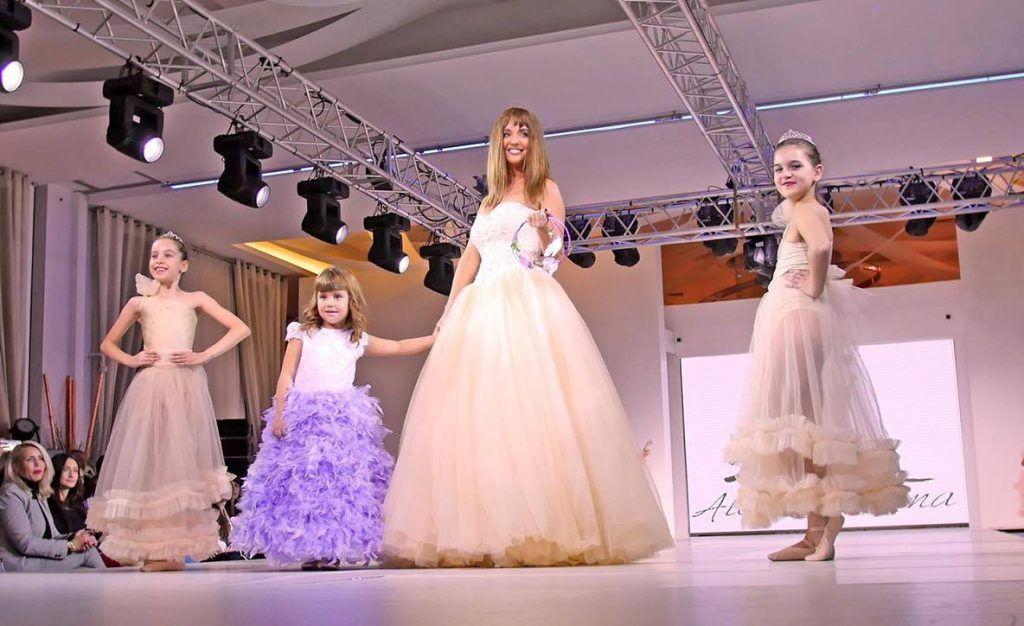 Cosmina Pasarin si Tania Budi, mirese la Bucharest Fashion Week