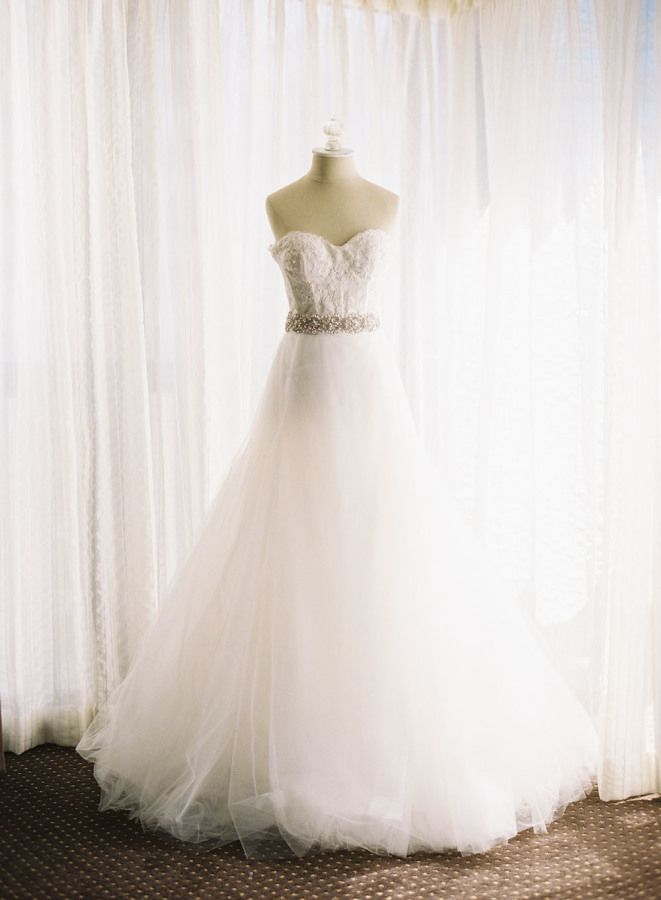Strapless wedding dress for an elegant black tie wedding | fabmood.com