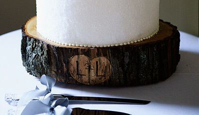 Tree trunk cake stand with engraved initials...but would like to use our monogram : tree stump cake plate - pezcame.com