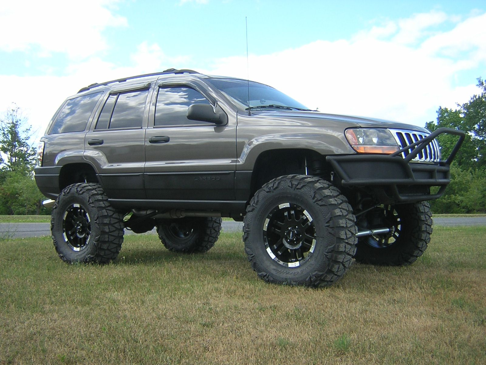 2000 Jeep Grand Cherokee Lifted | Want These Wheels U0026 Tiressss!!!
