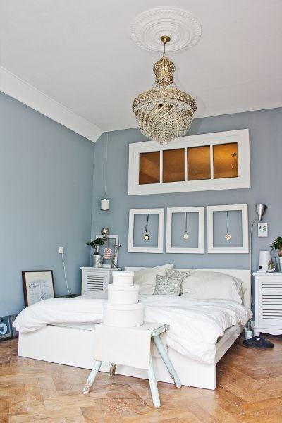 Schlafzimmer im Ganzen Weiße möbel, Wandfarbe und Bilderrahmen - ideen fur effektvolle schlafzimmer wandgestaltung