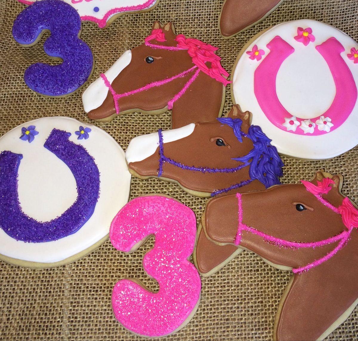 How to make marbled royal icing on sugar cookies. #easyroyalicingrecipe