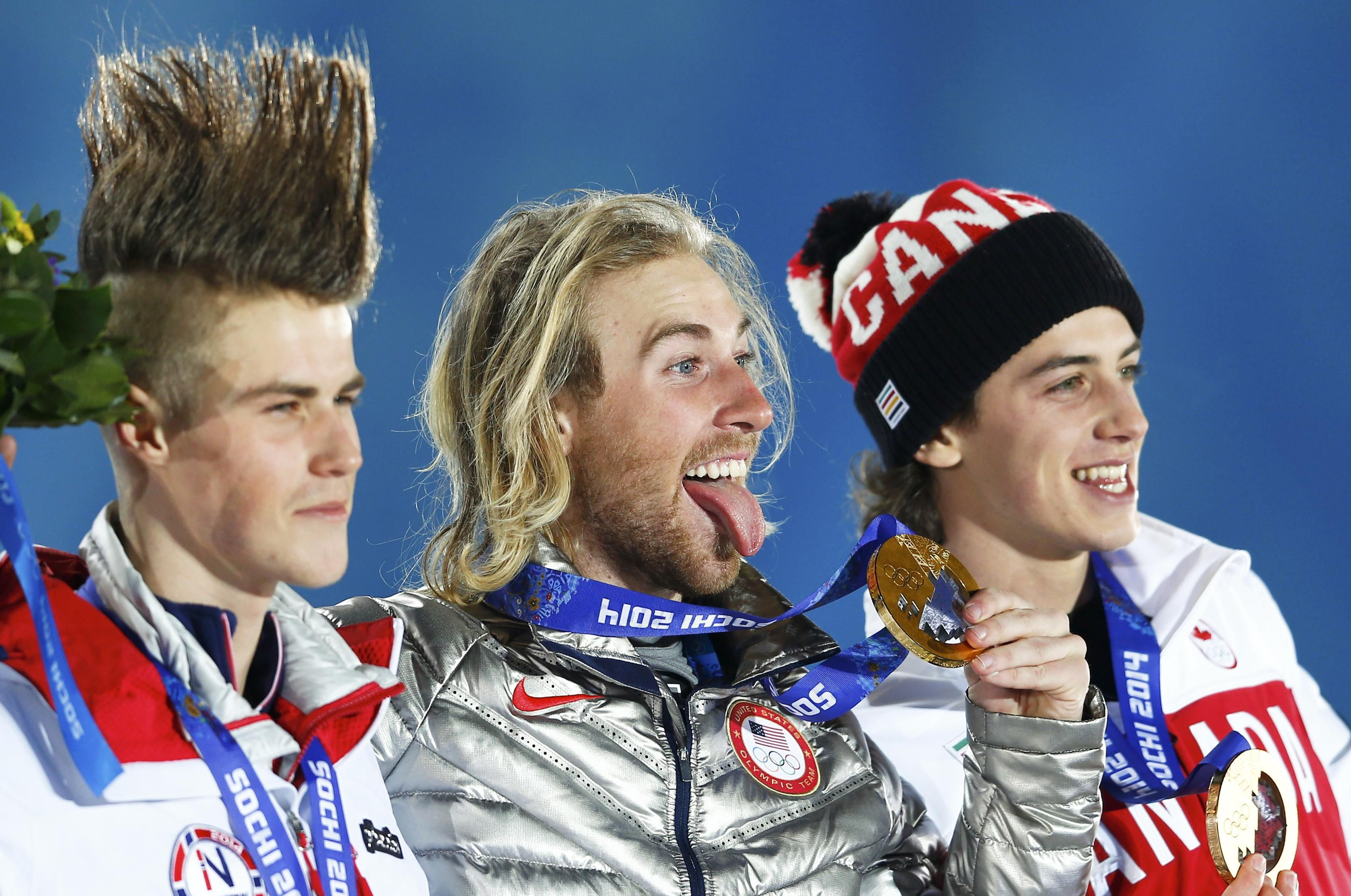 Estados Unidos obtuvo la primera medalla de oro entregada en los Juegos Olímpicos: el ganador, Sage Kotsenburg en la competencia slopestyle.