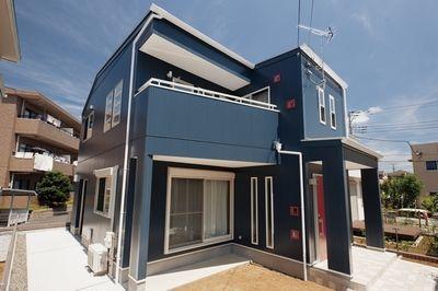 ネイビーの外壁で作る おしゃれで丈夫な家 外壁の色 建てる モダン