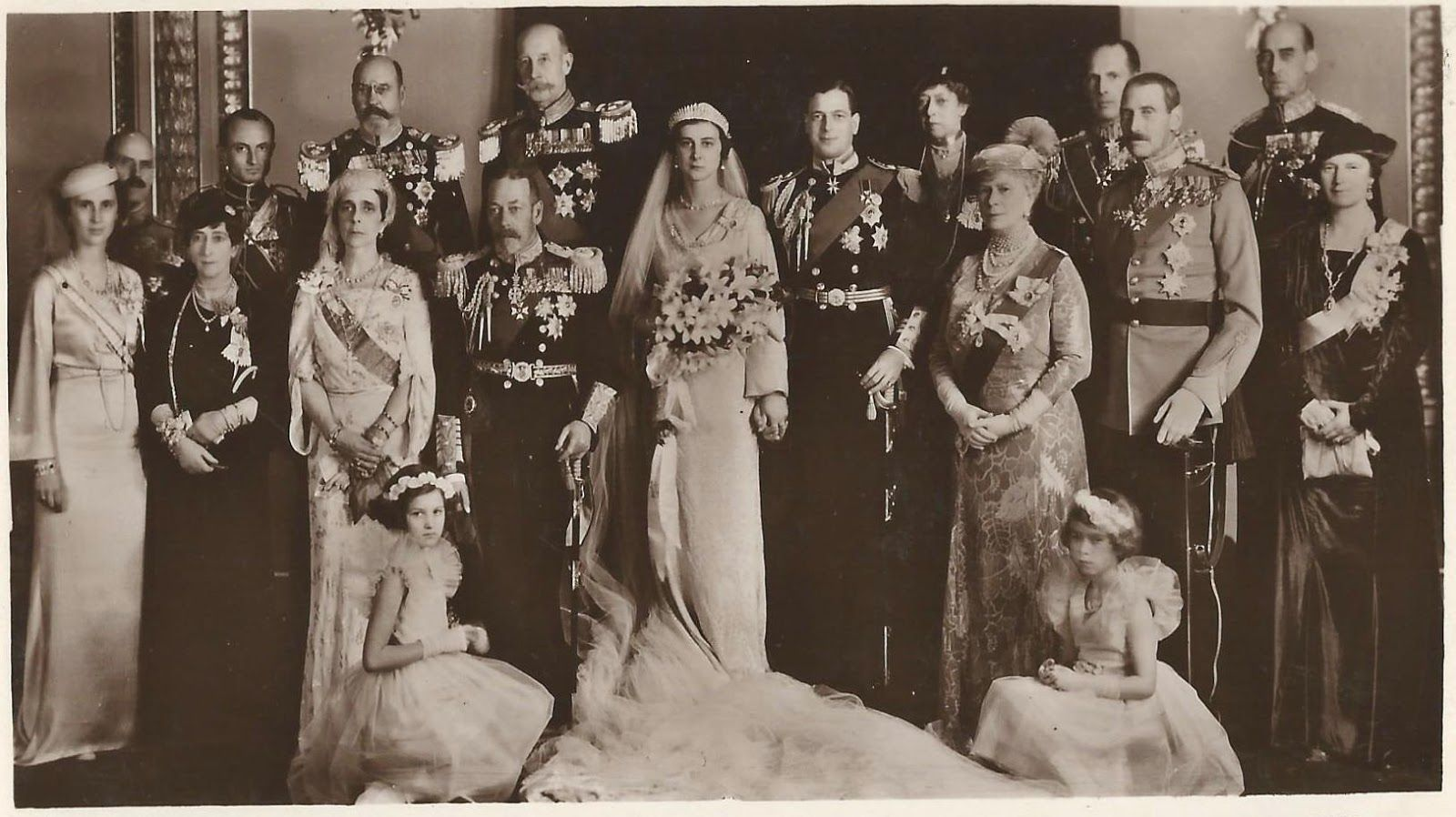 Prince George Duke Of Kent And Princess Marina Of Greece And Denmark On Their Wedding Day Supersize Royal Wedding Gowns Royal Family Pictures Royal Weddings [ 1824 x 1280 Pixel ]