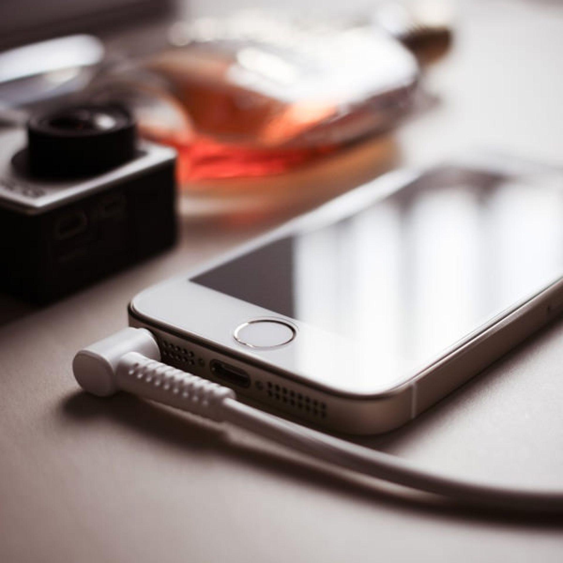 FenSeg lança cartilha com orientações para o consumidor sobre seguros para celulares, equipamentos eletrônicos e portáteis
