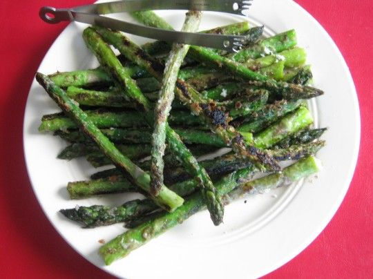 Spring is coming and that means it is time for this super easy Crispy Fresh Asparagus recipe.