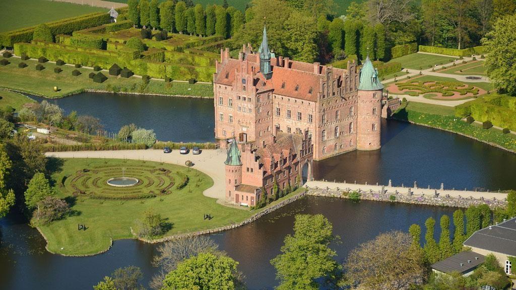 Egeskov Slot In Fyn Denmark Cool Places To Visit Denmark Castles Castle