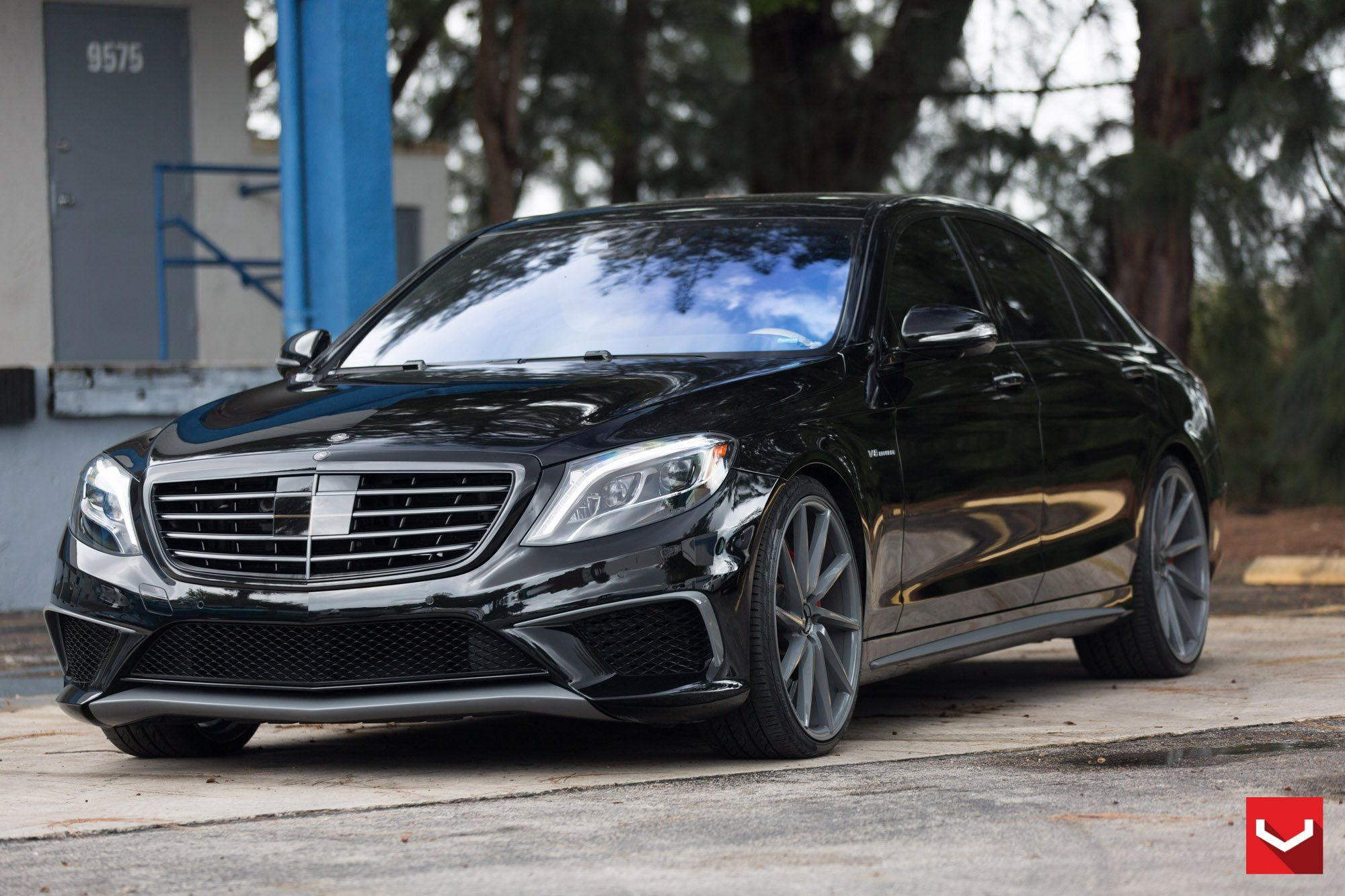 Black Mercedes S Class V8 Boasting Custom Blacked Out Grille