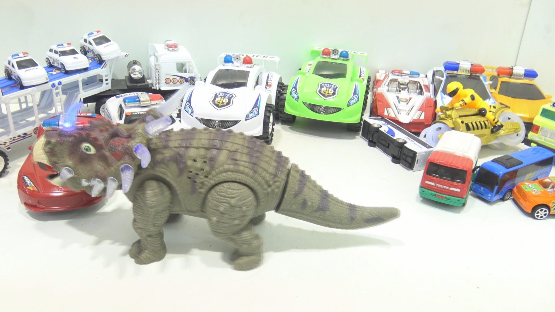 Toys images for kids  Videos for kids u Friendly dinosaur help the motocycle and cars