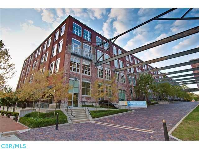 Authentic Urban Loft In Arena District Top Floor Unit W Skylight Exposed Brick Wall Wood Beams Top Of The L Ohio Real Estate Exposed Brick Walls Urban Loft
