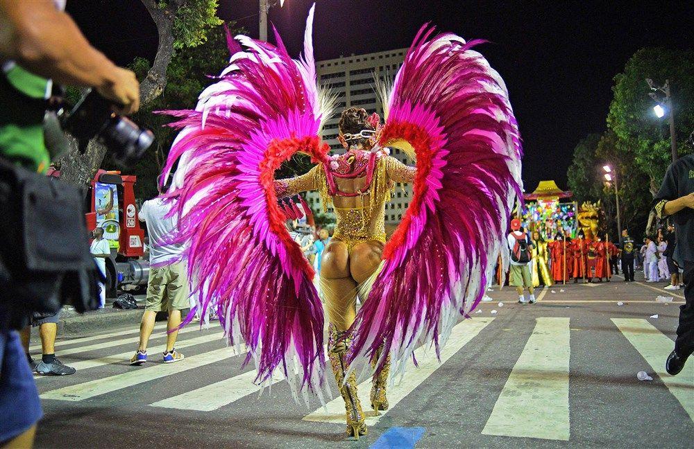 Carnival sets Rio alight as dancers take to the Sambadrome
