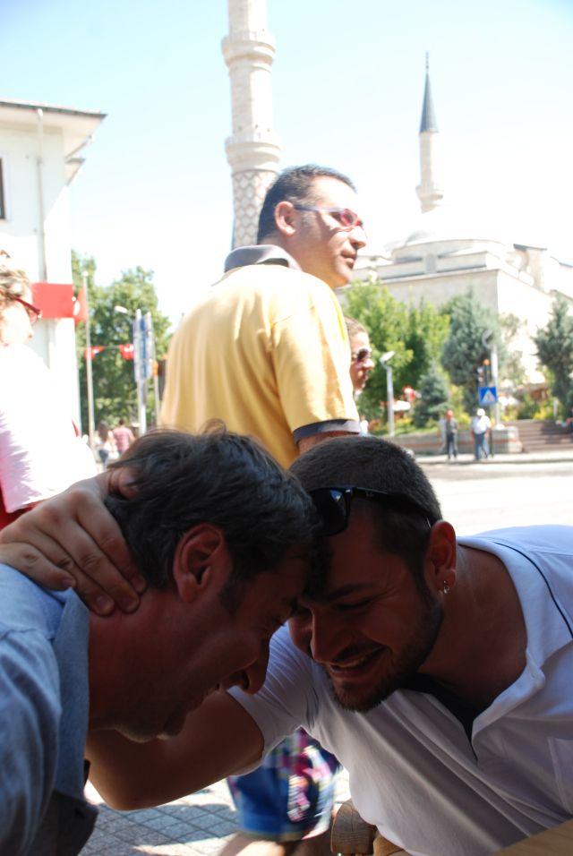 Η ΑΠΟΚΑΛΥΨΗ ΤΟΥ ΕΝΑΤΟΥ ΚΥΜΑΤΟΣ: Πώς μας βλέπουν οι Bαλκανιοι