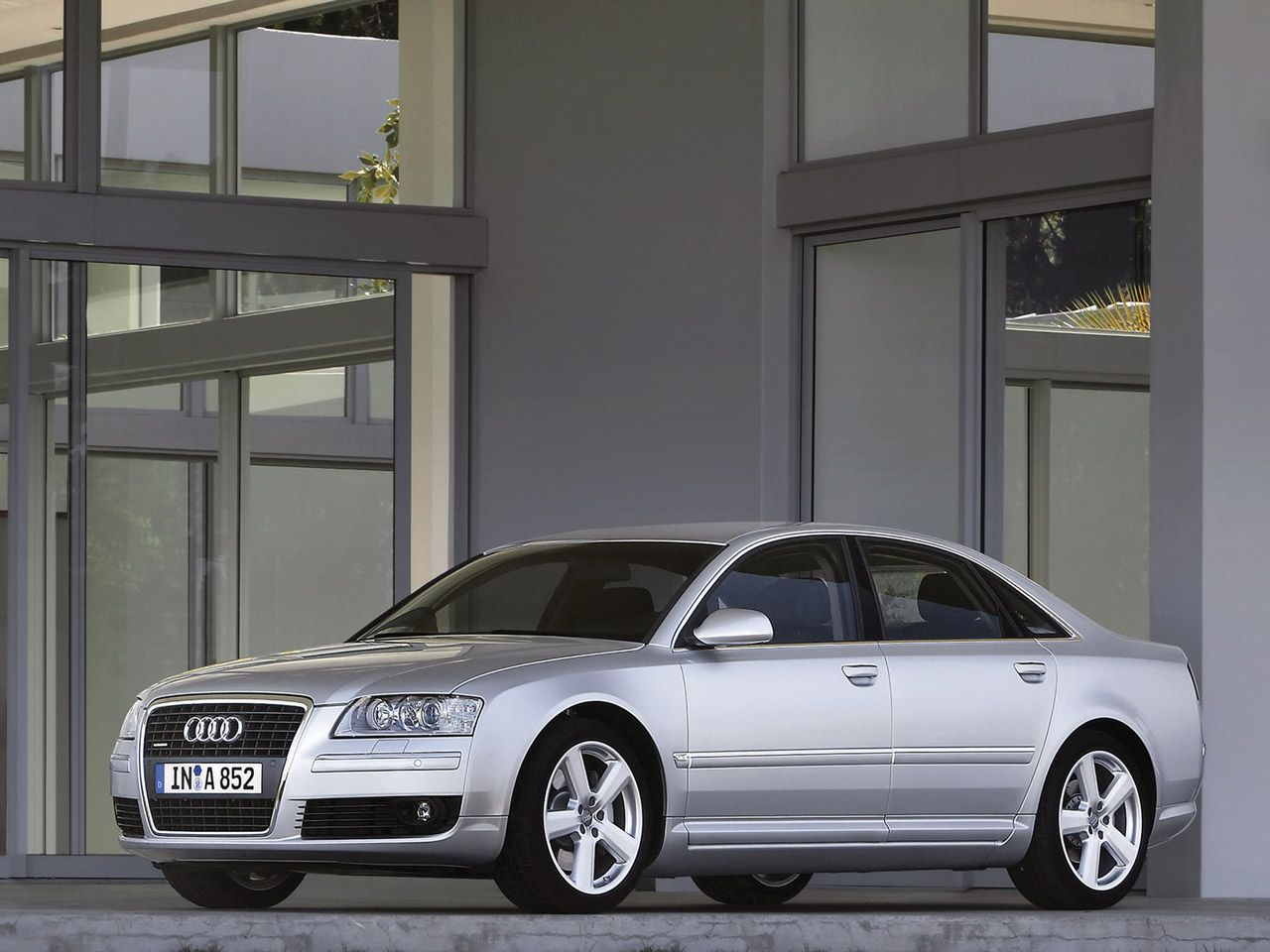Kelebihan Kekurangan Audi A8 4.2 Quattro Top Model Tahun Ini