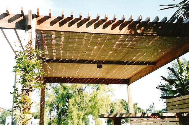 Techos madera y policarbonato buscar con google - Construccion de pergolas de madera ...