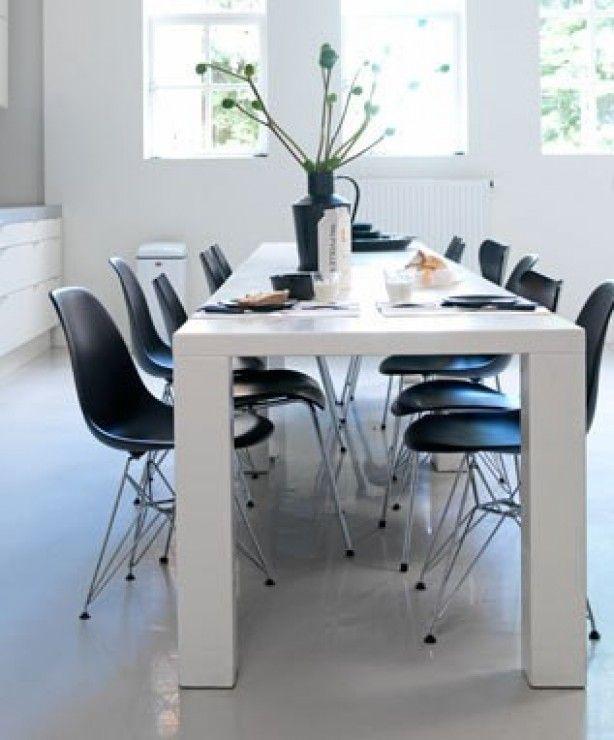 Hoogglans Tafel Met Stoelen.Witte Eettafel Met Zwarte Stoelen Witte Eettafel Woonideeen