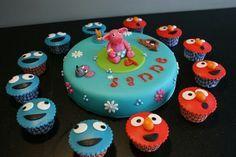 Sesamstraat taart met Purken cupcakes. Sesamestreet cake