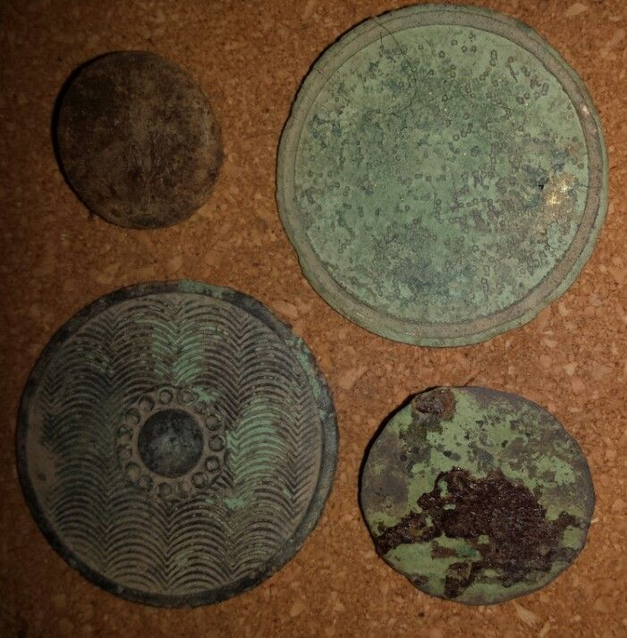 17th century large buttons with two small roman buttons