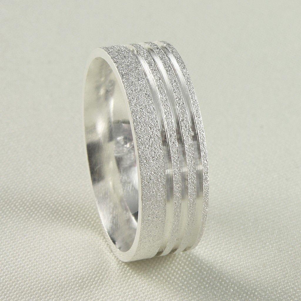 Aliança de Namoro Diamantada Três Frisos. Compre sua aliança de namoro em  prata na loja virtual da Prata Fina em até 6x sem juros. d243e17860