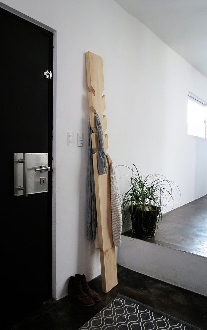 diy modern coat rack scrapworklove getbuilding2015 pinterest maison bricolage et deco. Black Bedroom Furniture Sets. Home Design Ideas
