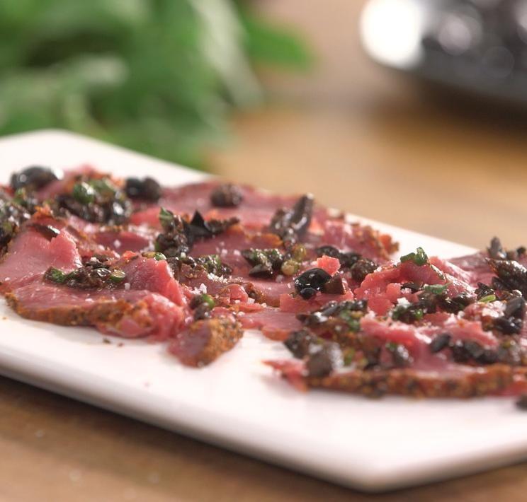 Carpaccio de bœuf au poivre et paprika aux olives noires ...