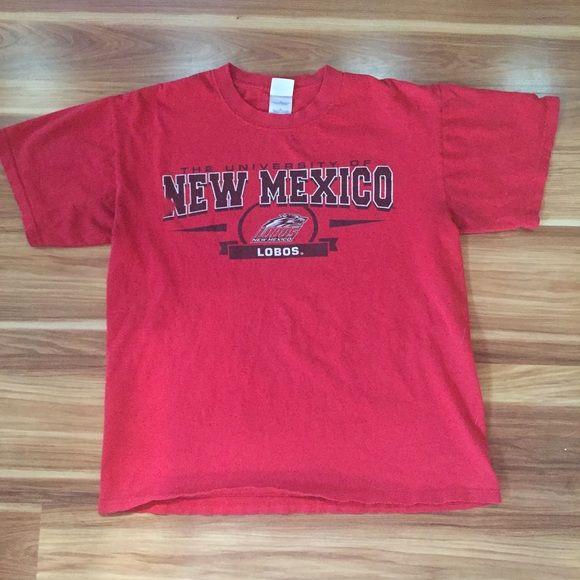 UNM Lobos Tee! University of New Mexico fan t-shirt. Women's Large Gildan Tops Tees - Short Sleeve