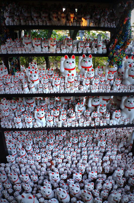 Gotoku-ji Temple, Setagaya, Tokyo, Japan. look at all the kitties!!
