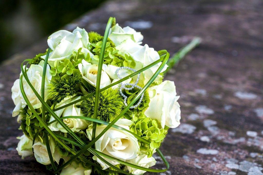 Bouquet Sposa Bianco E Verde.5 Fiori Per Un Bouquet Di Matrimonio Bianco E Verde Matrimoni