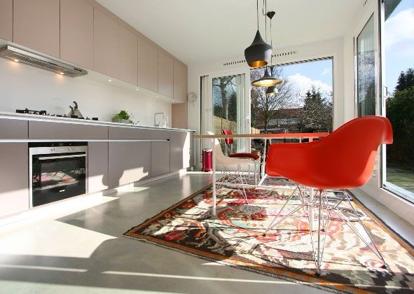 Minimalistisch interieur strandwest: minimalistische woonkamers