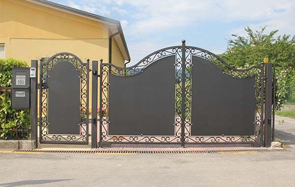 Cancelli in ferro battuto edilizia luminoso cancelli for Cancelli da giardino