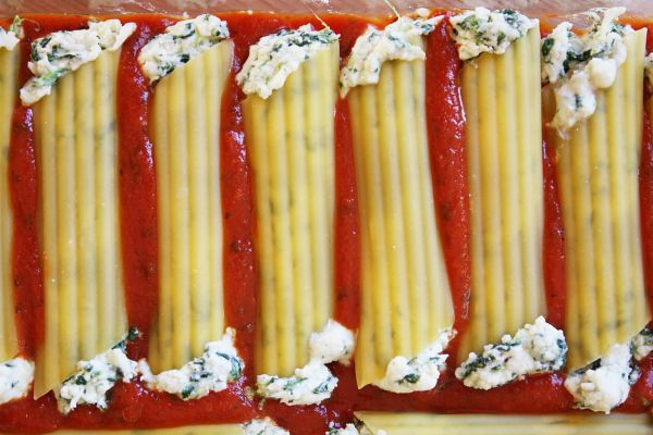 How to make Stuffed Cheese Manicotti WITHOUT cooking the noodles. So much easier!