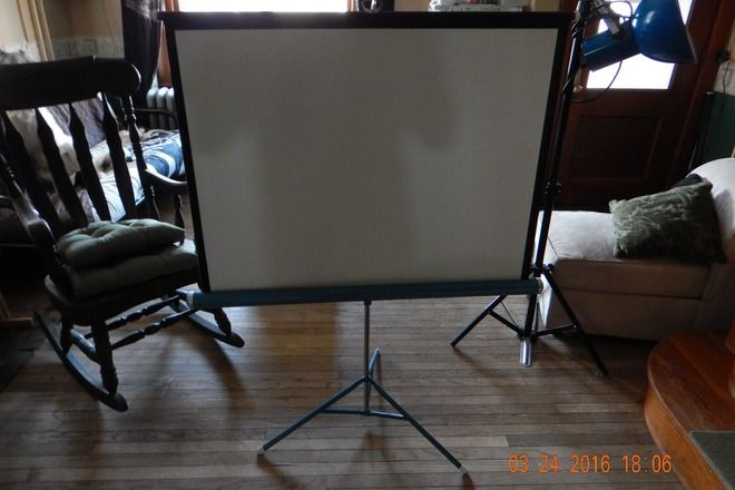 Tripod Compact Portable Projector Projection Screen