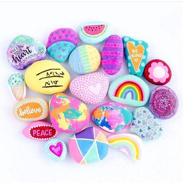 Solche wunderschönen gemalten Felsen von @seriouslydaisies! Wir ohnmächtig über die Farbe