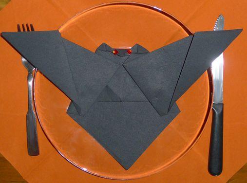 Pliage de serviette chauve souris plier une serviette de table en papier d co de table - Plier une serviette de table ...