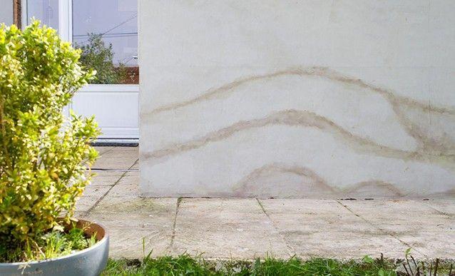 Infiltrations  comment protéger un bas de mur extérieur ? - Enduire Un Mur Exterieur En Parpaing