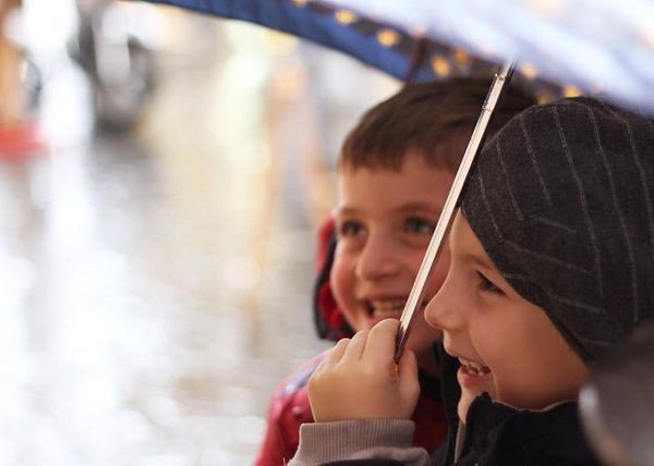 Friendship under the rain
