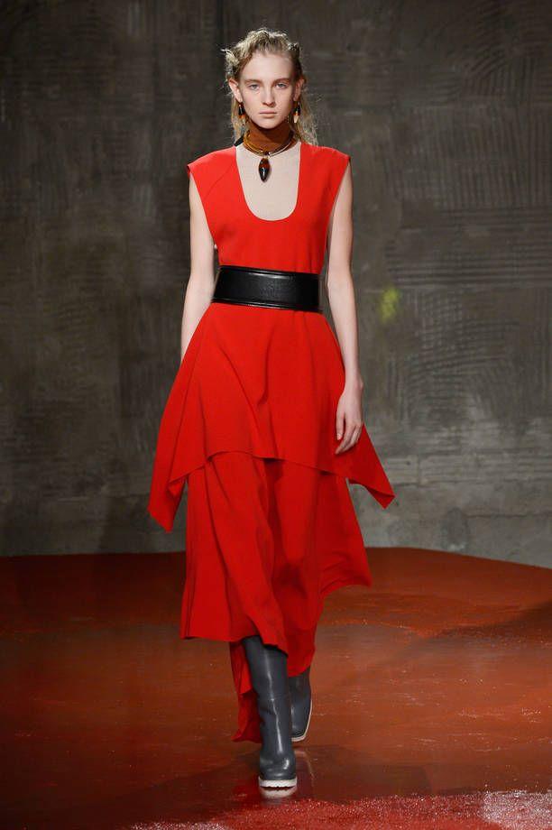 Collezione Marni Autunno Inverno 2015/2016   Abito rosso con cinta nera   FOTO