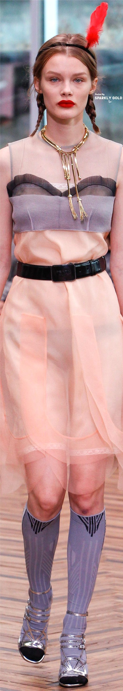 Prada Resort 2018 | Miumiu | Pinterest | Color rosa, De las mujeres ...