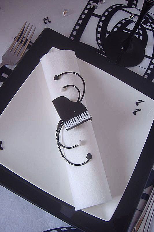 rond de serviette piano noir et blanc