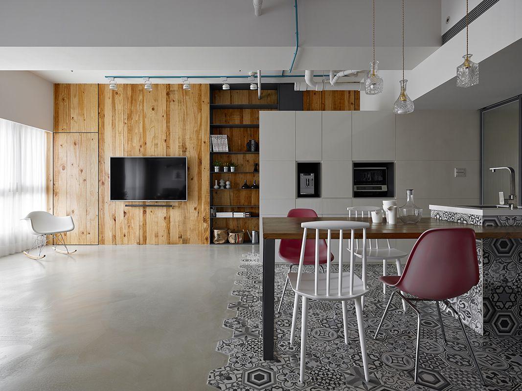 Cuisine moderne bois sol en béton ciré et carreaux ciment