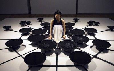 Artista usa ondas cerebrais para manipular água