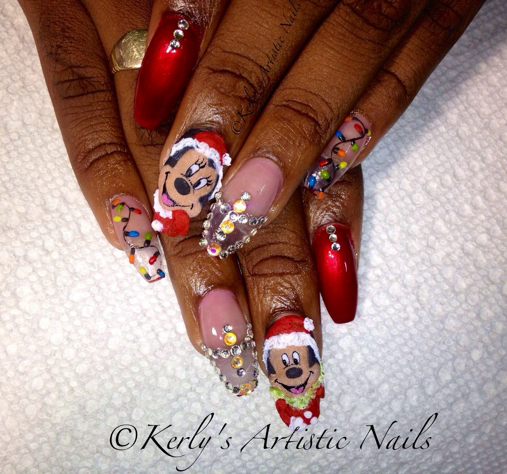 Mickey and Minnie Mouse Christmas Nails | Mickey and Minnie Mouse ...